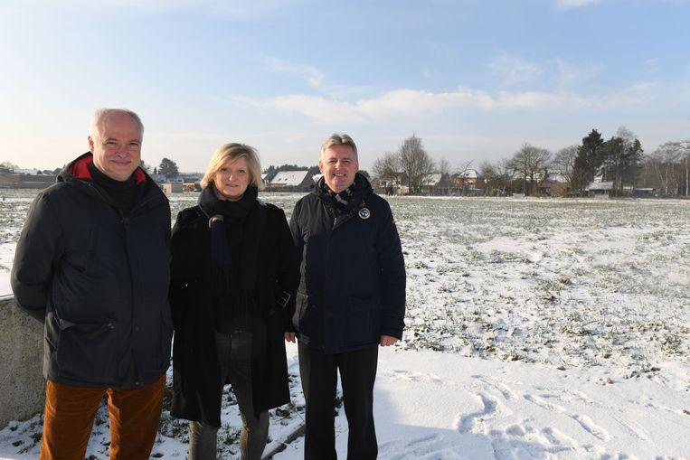 """Ann Peeters (midden) van projectontwikkelaar Abric verkocht de """"gezondste grond"""" in Keerbergen als zou de hele site gesaneerd zijn geweest."""