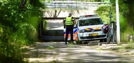 Vrouw in Deventer beroofd door jongens met mondkapjes voor