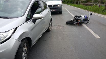Bromfietser (16) gewond bij ongeval