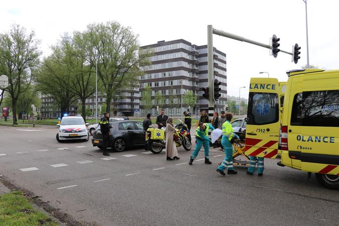 Een fietsster raakte gewond na een botsing met een auto in Overvecht.