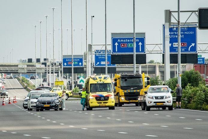 Vier van de vijf rijstroken op de A2 zijn na het ongeval afgesloten.