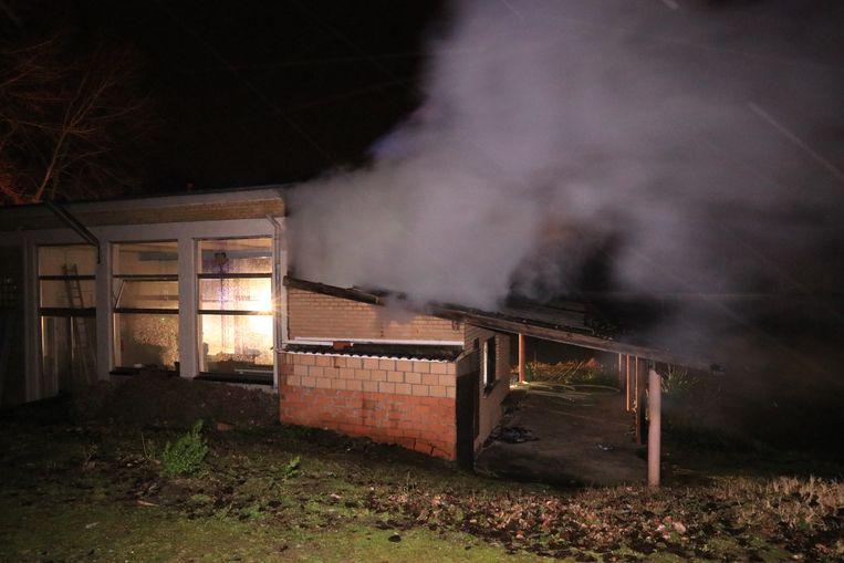 De kantine brandde volledig uit.