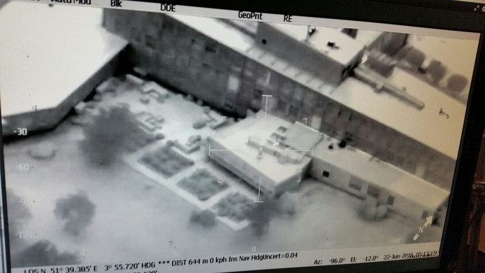 Beelden van een camera die aan de zoekende helikopter bevestigd zat.