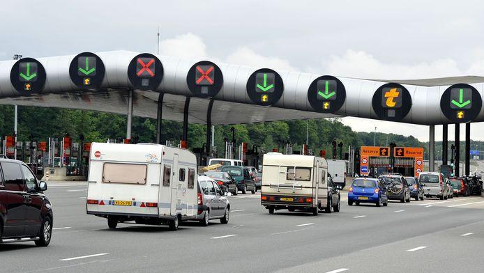 Dinsdagnacht raakte een Belgische chauffeur zwaargewond bij een ongeval aan een péage.