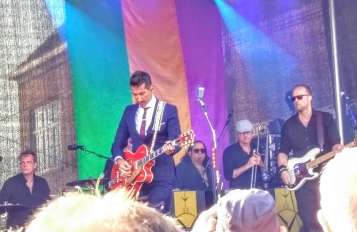 Danny Vera treedt op op de Dolderman-stage aan de Korte Kalkhaven tijdens Big Rivers 2018.