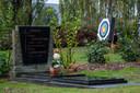 Het kerkhof van Rumst ligt naast een boogschietclub. Na het verwijderen van een haag werd die club wel erg zichtbaar