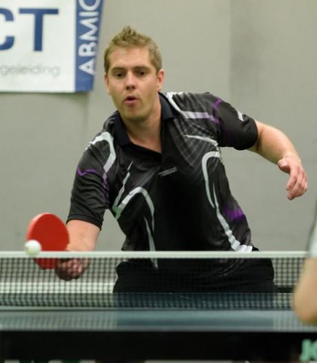Tafeltennisser Frank Hollak blijft ongeslagen in Super Final in Arnemuiden