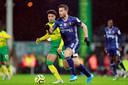 Daryl Janmaat aan de bal namens Watford tegen Norwich City.