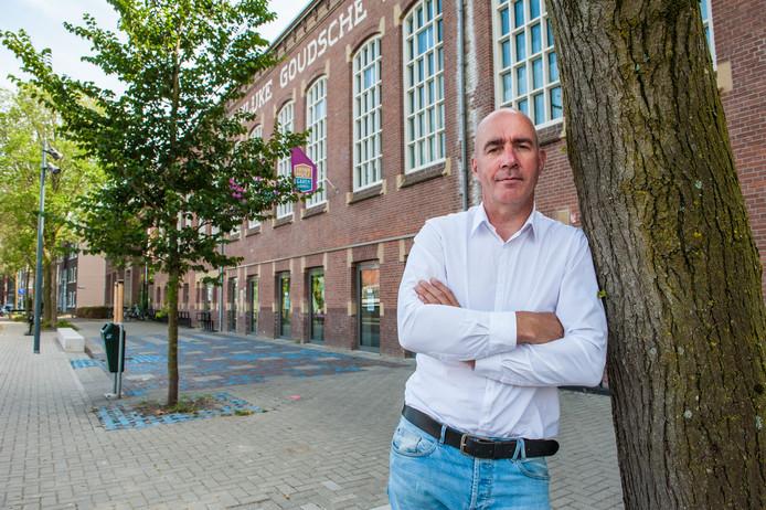 Gouda, Arjan van Essen staat dit najaar op het podium van cultuurhuis Garenspinnerij met een voorstelling over zijn eigen leven.