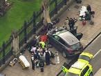 Live dronebeelden van chaos rond Britse parlementsgebouw