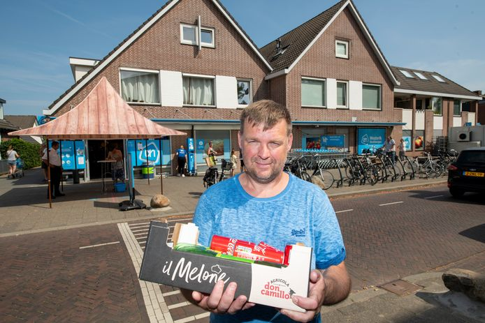 """Hartstikke goed, het aangescherpte deurbeleid van Albert Heijn in Beekbergen, vindt Beverwijker Erik Wieringa. ,,Bij ons zijn ze helaas minder streng."""""""