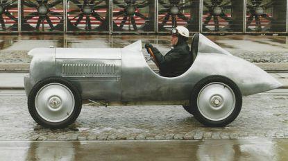 Sportwagen die in 1940 ontworpen werd, alsnog gebouwd en direct naar museum gereden