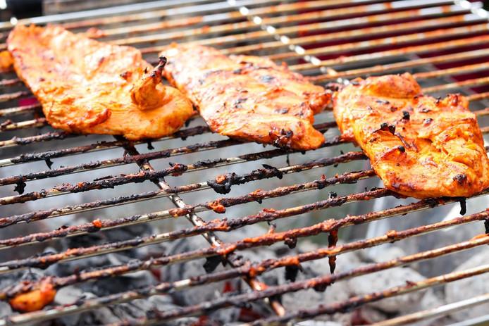 Barbecue op buurtfeest.