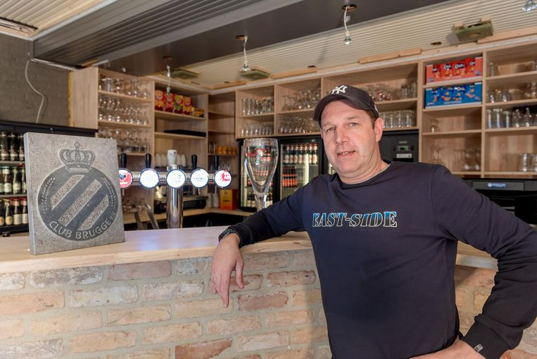 De nieuwe uitbater van café De Sportwereld Dimitri Andries (47) geeft de zaak een grondige make-over.
