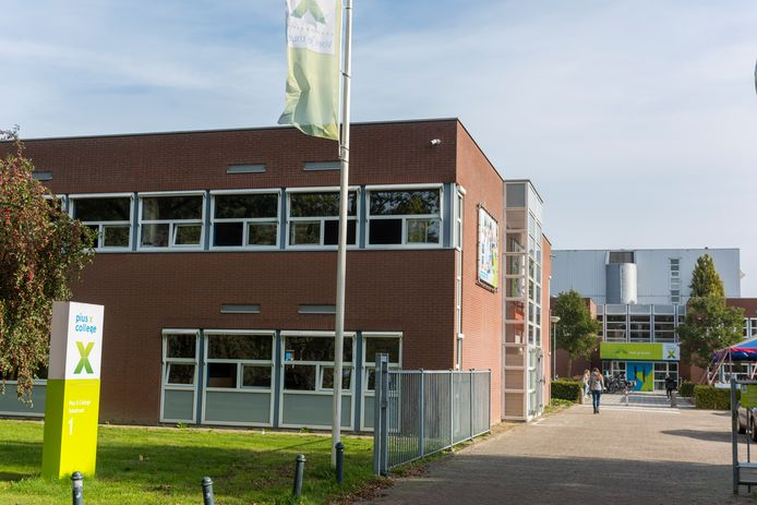 Het Pius X-college in Bladel is donderdag op slot gegaan.