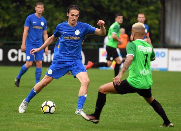 Arseny Avetisov (blauw).