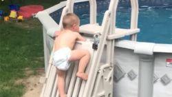 'Onbeklimbare' zwembadladder geen partij voor peuter Cody: 20 miljoen views voor filmpje met waarschuwing voor andere ouders