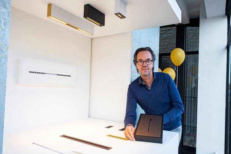 Patrik van Daele en zijn zelfgemaakte product 'White Line Slot'.
