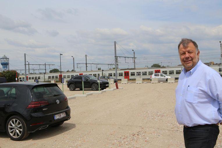"""""""De nieuwe parking biedt plaats voor 150 wagens"""", aldus Didier Reynaerts."""
