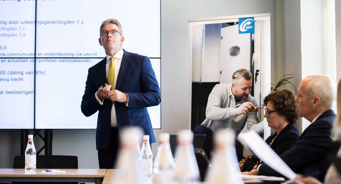 Voorzitter Fred Paling van de Raad van Bestuur van het UWV geeft een toelichting op de ontwikkelingen van de arbeidsmarkt tijdens de presentatie van de jaarcijfers 2018.