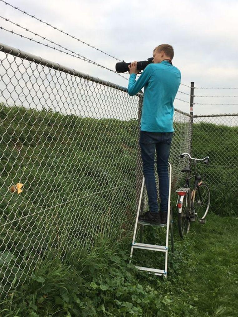 Max Visser (19) is regelmatig op Schiphol te vinden om vliegtuigen te spotten, zijn grote passie. Beeld Privéfoto