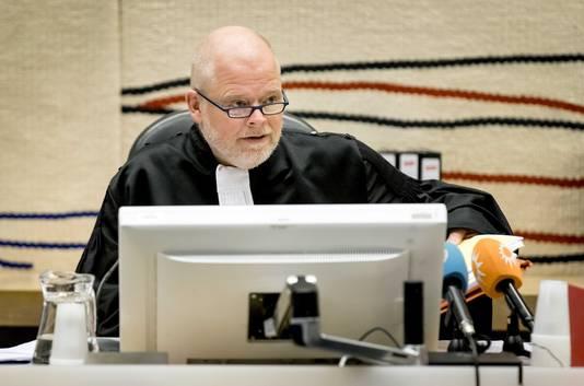 Voorzitter R.A. Overbosch van de rechtbank voor aanvang van de inhoudelijke behandeling van het proces over de aanslag op Panorama.