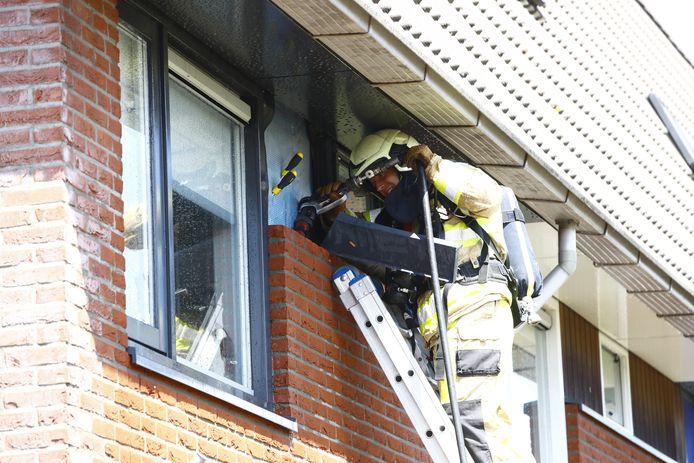 In een woning aan de Raaigras in Zwolle woedde brand in de spouw.