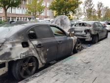Politie onderzoekt autobranden Rembrandtlaan: Vermoeden van brandstichting