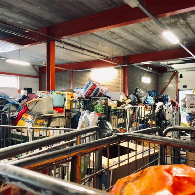 Sorteerhal van kringloopwinkel De Arm, Utrecht. Beeld
