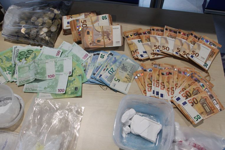 843 gram cocaïne en 48.000 euro cash geld.