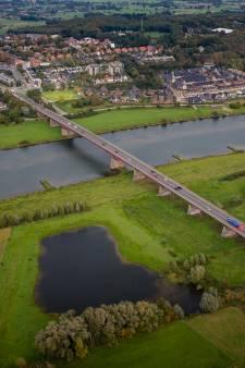 Verbreden Rijnbrug Rhenen wordt een spektakel, opbouw in de uiterwaarden