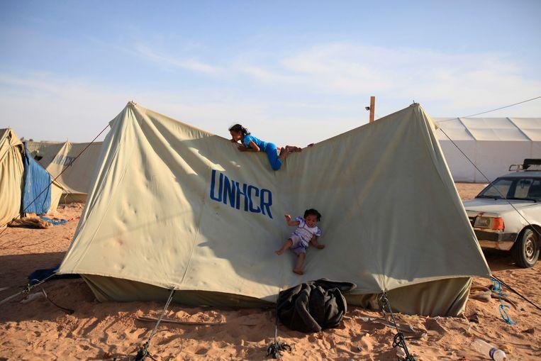 Kinderen spelen op een tent in een vluchtelingenkamp in Libië. Archieffoto.