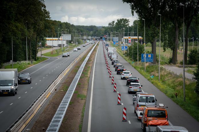 File op de A325 tussen Knooppunt-Ressen en Arnhem-Zuid.