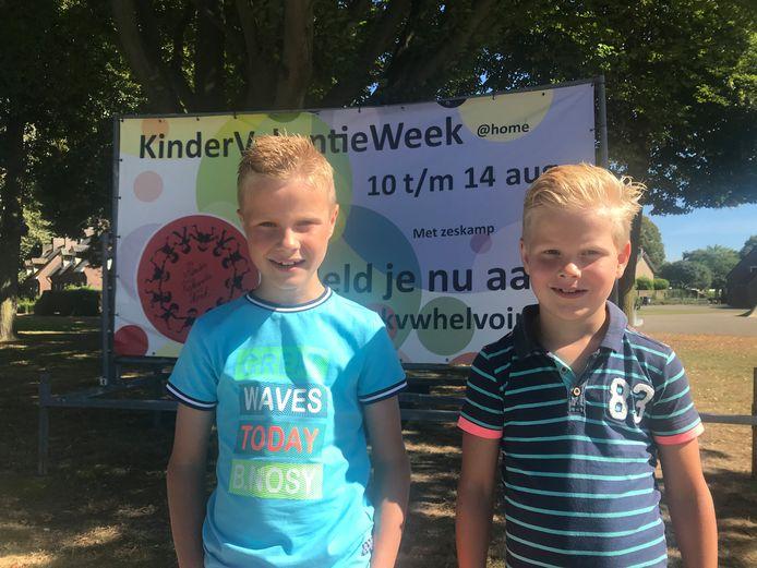 Rens (links) en Bram Pijnenburg kijken uit naar de kindervakantieweek in Helvoirt.