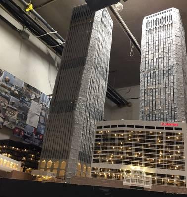 Amerikanen onder de indruk: Daan (17) bouwt WTC-torens na in garage