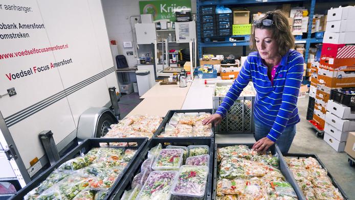 Medewerkster van de voedselbank in Amersfoort. © ANP