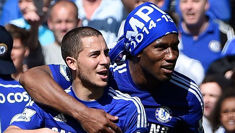 Hazard en Drogba vieren de Engelse landstitel.