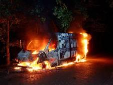 Busje brandt uit in Oosterhout, politie onderzoekt herkomst
