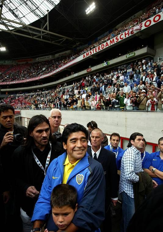 Diego Maradona was in 2005 als 'mascotte' van Boca Juniors mee naar het Amsterdam Tournament.