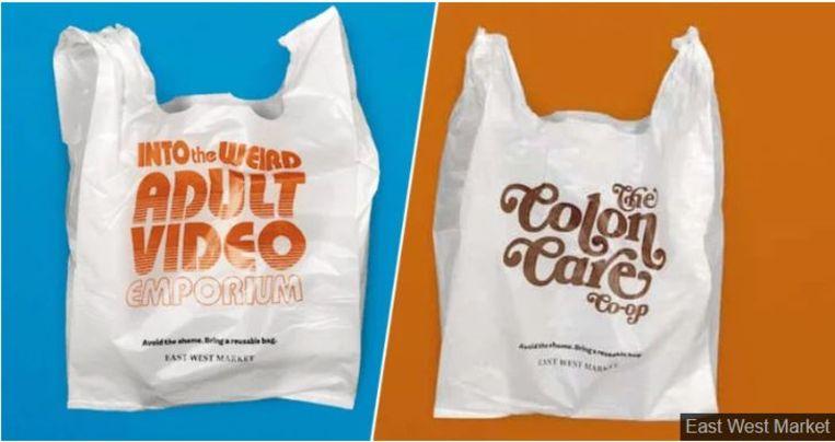 'Bespaar jezelf de schaamte, breng je herbruikbare tas mee', staat onderaan de plastic zakjes met gênante boodschappen.