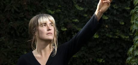 Oldenzaalse zangeres Lieke Dijkstra op de Afrikaanse toer: 'Een goede jamsessie in plaats van carnaval'