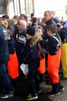 Urker pulskorvissers protesteren massaal in Den Haag tegen dreigend EU-verbod op 'elektrisch vissen'