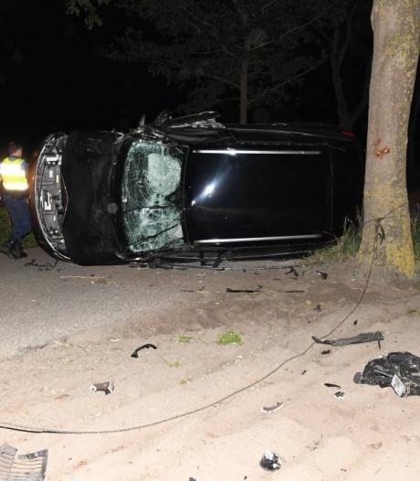 Beschonken bestuurder botst in Noordgouwe op boom