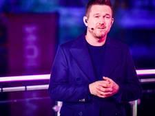 2,7 miljoen mensen zien hoe The Passion-verteller Johnny de Mol Nederland raakt