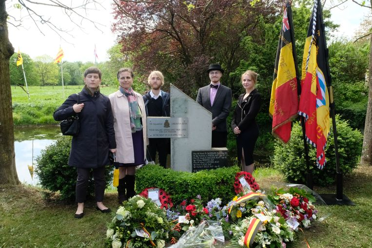 SINT-KATELIJNE-WAVER - Annebelle Sotvedt uit Canada kwam samen met haar zus en drie kinderen naar Sint-Katelijne-Waver om hulde te brengen aan hun gesneuvelde (over)grootvader.