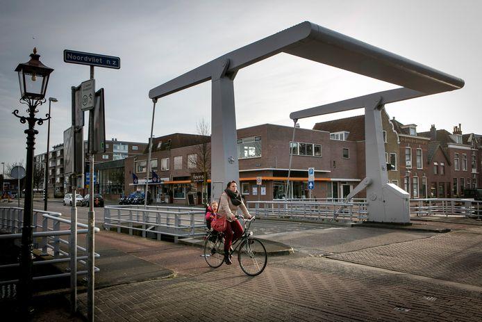 De Lijndraaiersbrug over de P.C. Hooftlaan in Maassluis.