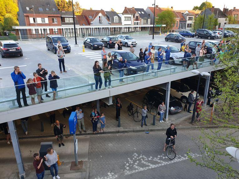 Verschillende hulpdiensten brachten woensdagavond hulde aan het AZ Herentals.