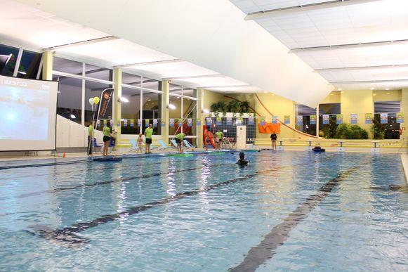 Het gemeentelijk zwembad van Dilbeek voor het waterlek van dinsdag dat alle technische installaties had aagetast.