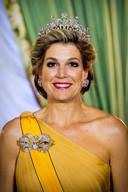 Koningin Máxima met diadeem, strikbroche en oorbellen uit de beroemde 'Stuartset'.