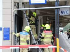 Station Nijkerk deels afgesloten om brandje op toilet